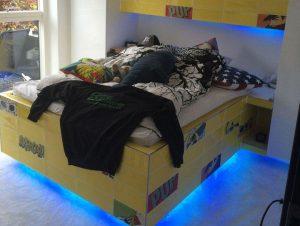 Montering af led strip på seng