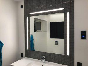 lys ved spejl
